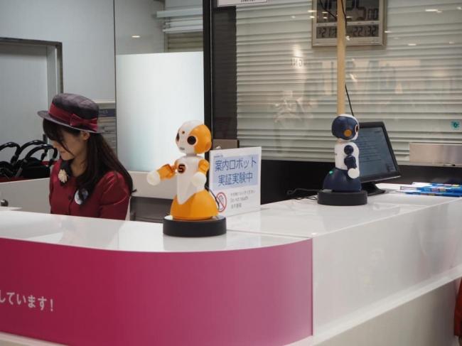 日本語・英語・中国語に対応する道案内ロボット、実証実験を開始